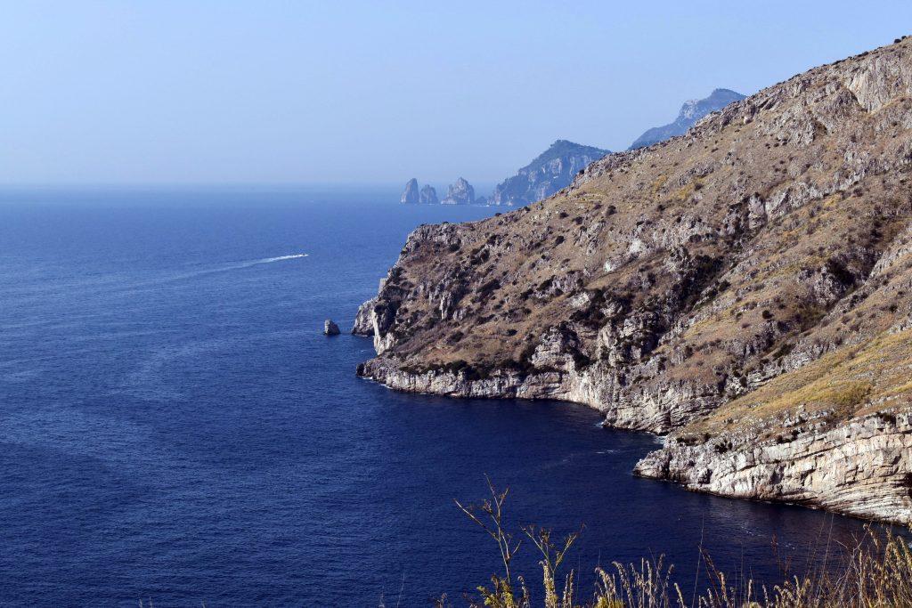 Baia di Ieranto_Faraglioni di Capri