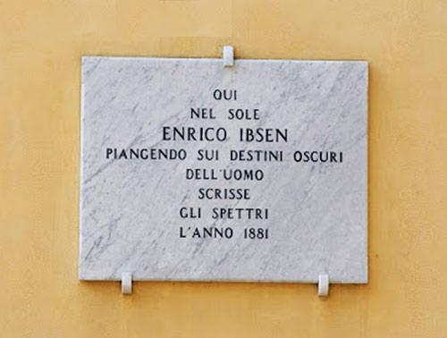 Scritta-a-Sorrento_Enrico-Ibsen